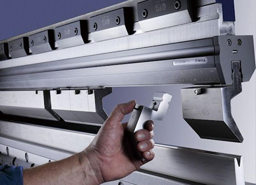 What should I pay attention to when operating a laser cutting machine?