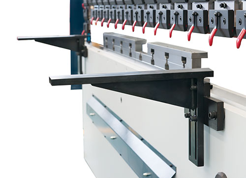 What should I pay attention to when using fiber laser cutting machine?