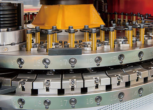 What is the focus position control technology of laser cutting machine?